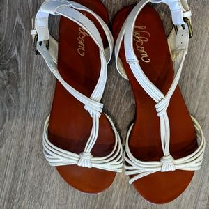 Volcom White Leather Strappy Sandals Summery and Beachy size 7.5
